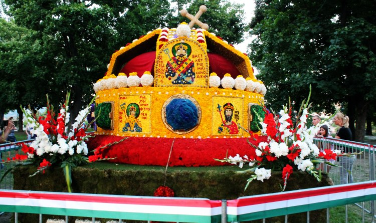 A re-creation of the famous Holy Crown of Hungary with its bent cross.