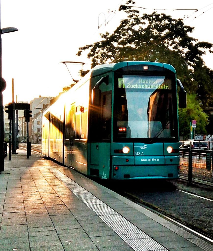 jeremy_maclaine_frankfurt_tram_img_20160925_075137-01